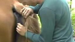 Молоденький чудитель пендюрит кобылку в шмоньку зоофилия видео на природе